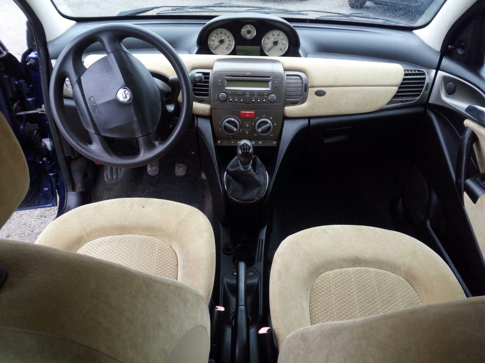 Lancia Y 1.2 (2)