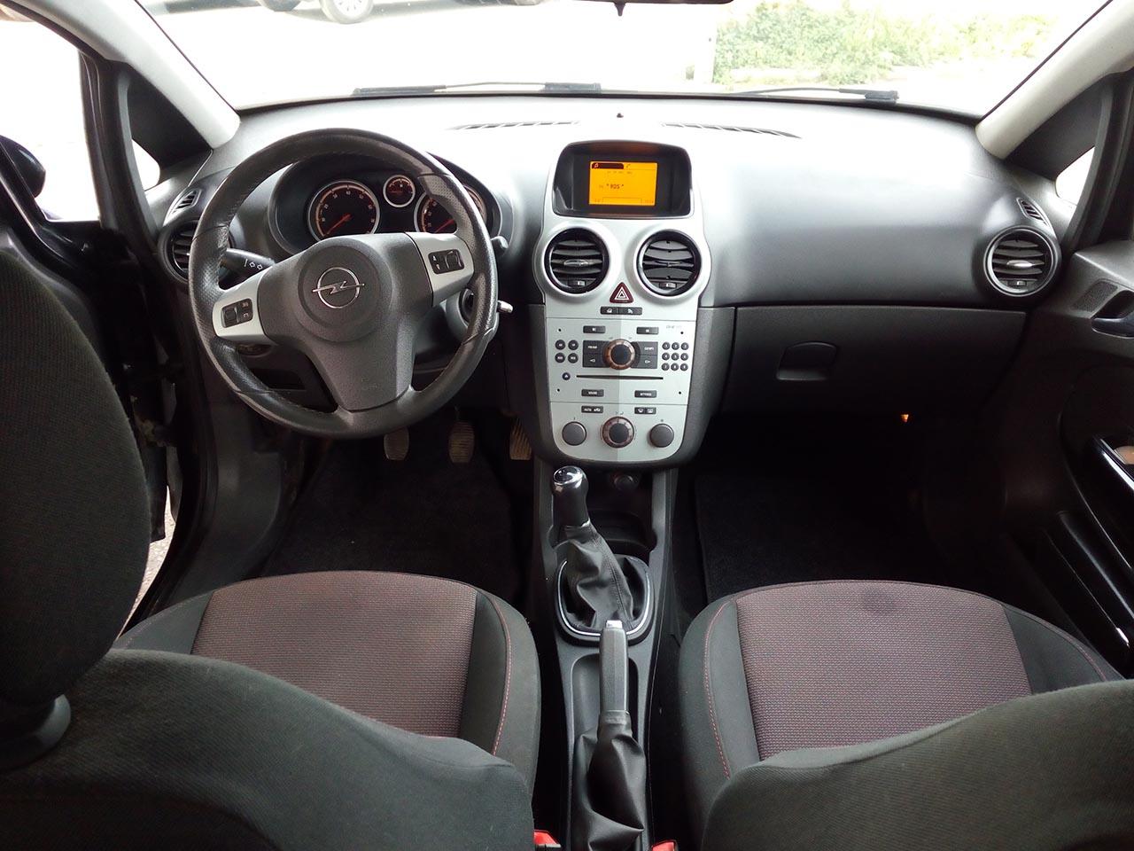 Opel Corsa 1.2 Cosmo (3)